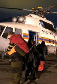 С острова в Хабаровском крае спасли трех рыбаков и ребенка