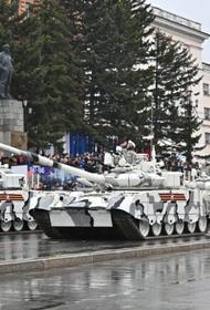 Перед хабаровским парадом Победы скоростной танк снес светофор