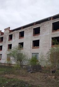 В Хабаровске после падения ребенка с заброшенного здания возбуждено дело о халатности