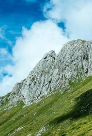 В Абхазии продолжаются поиски потерявшегося в горах россиянина