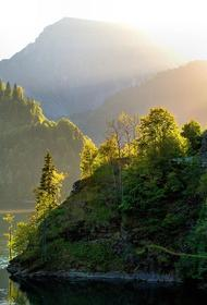 Абхазия упростила пересечение границы с Россией для туристов
