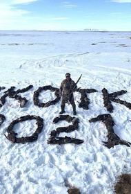 Из сотни убитых гусей охотник выложил надпись «Чукотка 2021»