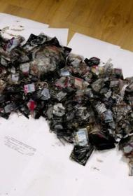 Вы тут драгоценности не находили? В Татарстане найдены 4 мешка с ювелиркой на 160 миллионов. Они 3 года были спрятаны в лесу