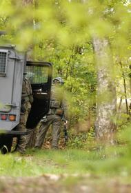 Бельгийский солдат охотится на знаменитого вирусолога