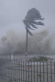 С побережья Индии эвакуируют людей из-за приближения циклона