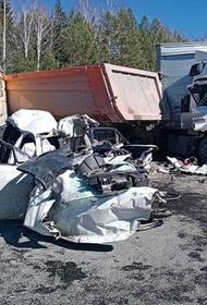На трассе Екатеринбург - Тюмень произошло массовое ДТП с участием грузовиков