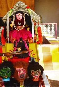 Индийцы на фоне пандемии начали поклоняться богине коронавируса