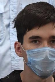 Видеть сына не дают, второго - называют убийцей. Отец казанского стрелка рассказал, как семья переживает шок от трагедии