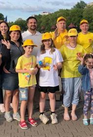 В Хабаровске в честь Дня защиты детей эсеры угостили мороженым