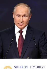 Путин поручил правительству оперативно проработать вопрос об организации платной вакцинации от ковида в России для иностранцев