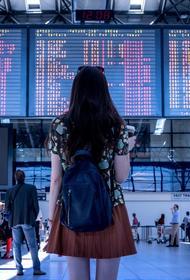 Некоторые медики считают, что привитым от COVID-19 туристам может быть опасно летать на самолетах