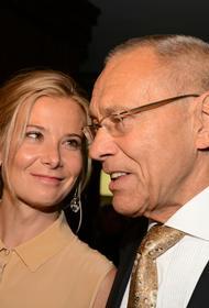Юлия Высоцкая опубликовала фото с мужем в памятную для них с Андреем Кончаловским дату