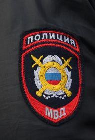 Автомобиль врезался в автобусную остановку в Москве