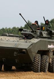 Сайт Avia.pro: российский БТР наводил орудия на блокпост с бронеавтомобилем США в Сирии