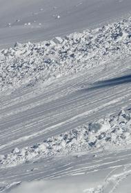 В МЧС предупредили о риске травматизма из-за возможного схода лавин в горных регионах РФ