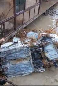 Туристы, пострадавшие от наводнения, разочарованы безразличием крымчан