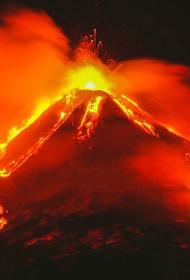 На Сицилии зафиксировано новое извержение вулкана Этна