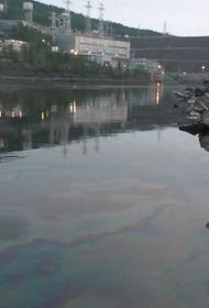 На ГЭС в Якутии произошел разлив нефтепродуктов в реку Вилюй