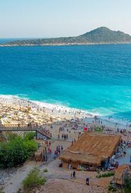 Турецкую Анталью с 22 июня посетили около 120 000 российских туристов