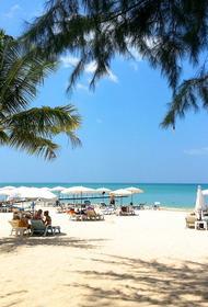 В Таиланде остров Пхукет открыли для привитых от COVID-19 иностранных туристов
