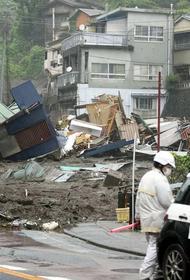 В Японии спасатели не могут найти 113 человек, пропавших после схода оползня