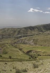 Эмомали Рахмон поручил Минобороны мобилизовать 20 тысяч военных для укрепления таджикско-афганской границы