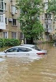 В Керчи во время наводнения утонуло более 700 автомобилей