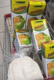 Карталинцы несут вещи и продукты питания для погорельцев