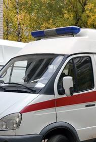 В Москве днём перевернулась машина скорой помощи при столкновении с внедорожником