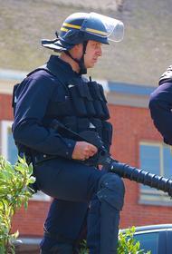 В торговом центре во Франции неизвестный в ходе конфликта ранил ножом двух человек