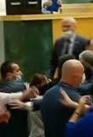 Журналисты и политики подрались в здании парламента Грузии