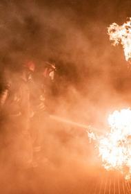 В Волгограде сгорели две иномарки во дворе жилого дома