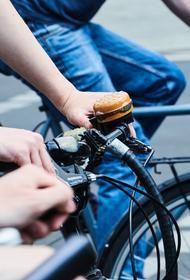 Опрос SuperJob продемонстрировал, что петербуржцы чаще москвичей предпочитают добираться до работы на велосипеде