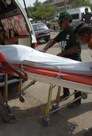При столкновении автобуса с грузовой машиной в Пакистане погибли 27 человек