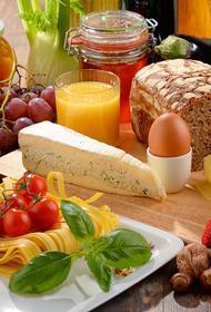 Бедные семьи заменили фрукты, овощи и мясо на хлеб, макароны и картофель