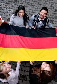 Половина опрошенных восточных немцев выступает за более тесные связи с Россией