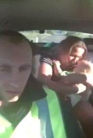 В Челябинской области сотрудники ДПС помогли спасти 9-месячного ребенка