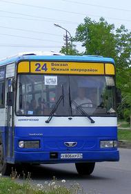 В Хабаровске врезался в столб пассажирский автобус