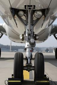 В Симферополе совершил посадку Boeing, у которого возникли проблемы с двигателем