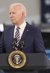Президент США Байден призвал выплачивать по 100 долларов вновь привившимся от COVID-19 американцам