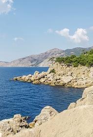 В Крыму перевернулось прогулочное судно с десятью туристами