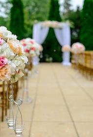 Аналитики заявили, что средняя стоимость организации свадьбы в России этим летом составляет 300 тысяч рублей
