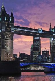 Тауэрский мост в Лондоне развели для прохода судна и не могут свести обратно