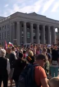 Тысячи человек вышли в Литве на улицы: полиция использовала слезоточивый газ