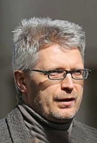 У латвийского публициста Лапсы произведен обыск: он написал книгу, которая «потрясет власть»