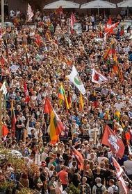 В Литве акция протеста против ограничений для людей, у которых нет прививки от коронавируса, переросла в беспорядки