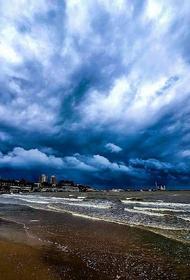 В Геленджике и Новороссийске в воскресенье включили сирены из-за ливня и подъема уровня рек