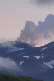 На Аляске проснулись сразу три вулкана