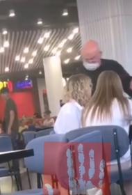 В Челябинске возбудили дело на охранника ТРК, ударившего школьницу