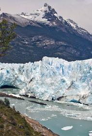 Впервые за всю историю на ледниках Гренландии прошел дождь